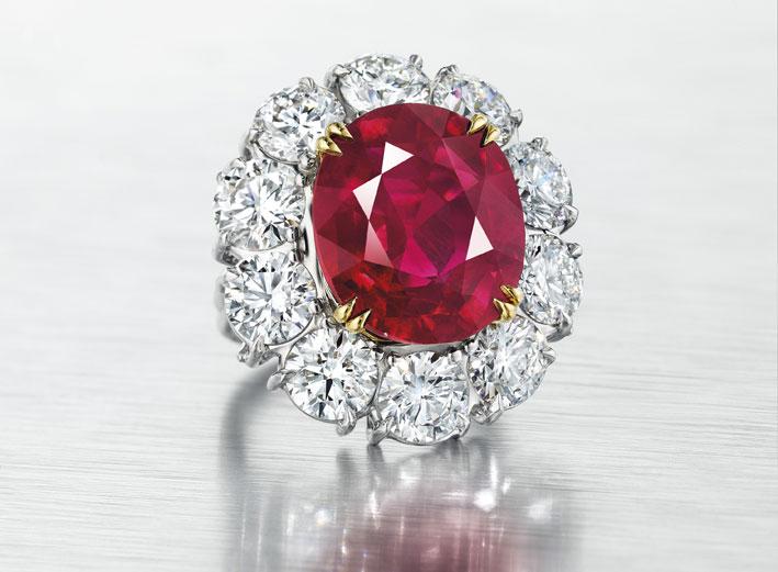 ed494ed2768b8 Anel de mais de 15 quilates de diamantes e rubi da Birmânia, vendido por   12,9 milhões