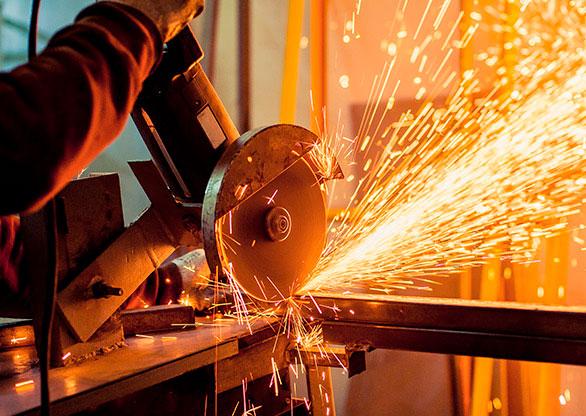 6ec4b10d73f Indústria cresce em 2017 pela primeira vez em três anos