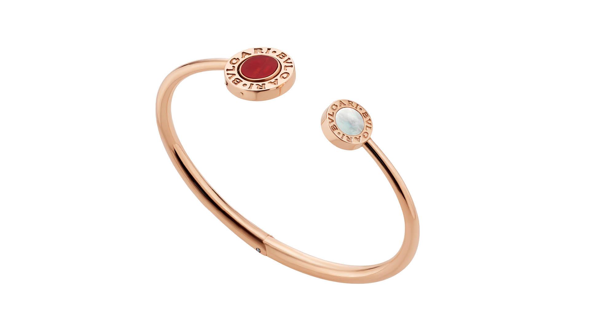 aa37a0c5aaf Os quatro braceletes podem ser empilhados e coordenados por cores  dependendo da vontade de quem as usa