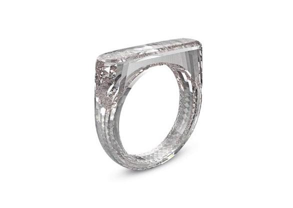 4d9525558cd Anel feito todo em diamante é destaque em leilão contra Aids