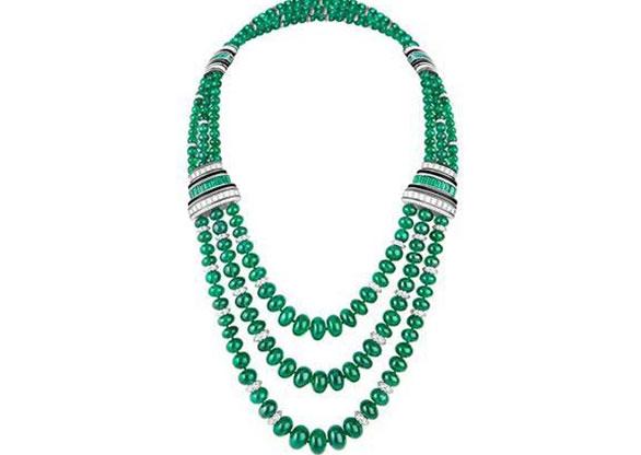 Luxo camaleônico: os detalhes do colar da Boucheron